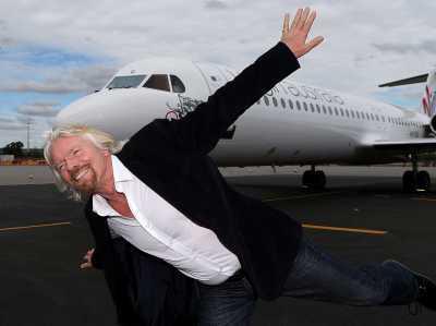 Richard Branson prøve at flyve.