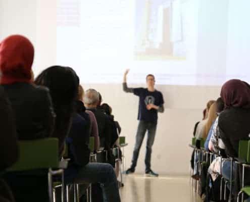 Foredrag i Ordblindeugen - Foredrag på Aalborg Bibliotek - fra 71 fejl i diktat til uddannelse ... og nu forfatter