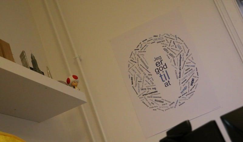 'Jeg er godt til at' plakat på værelse hos en ordblind