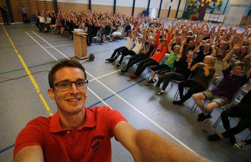 Jesper Sehested er ordblind, holder foredrag på Kragelund Efterskole