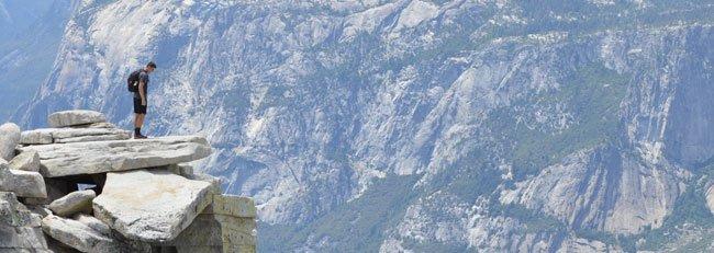 Mand på bjergtop